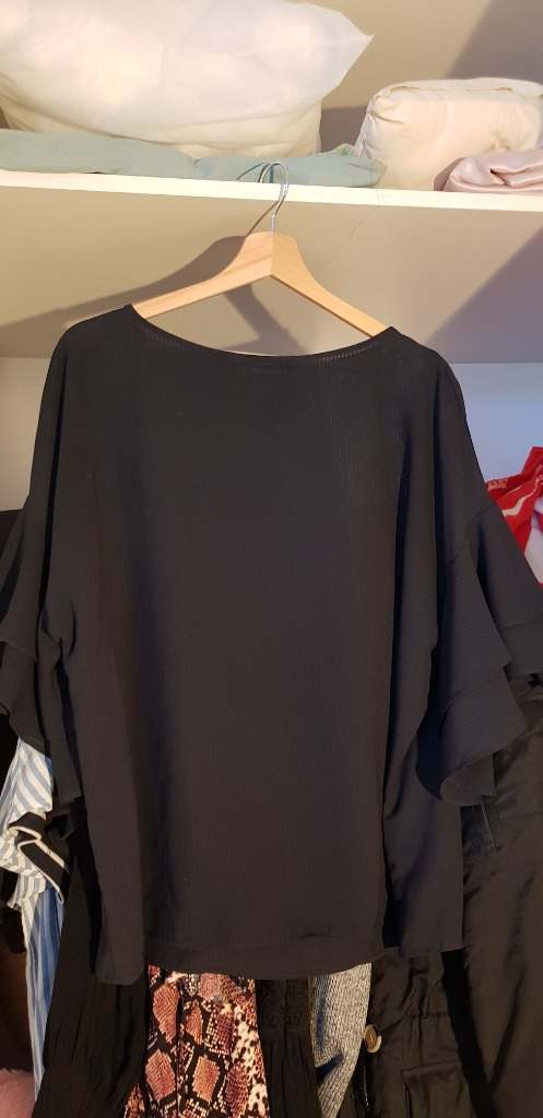H&M t.sin. paita röyhelöhihoilla XL